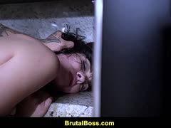 Einbrecher nimmt heißes Girl gewaltsam durch